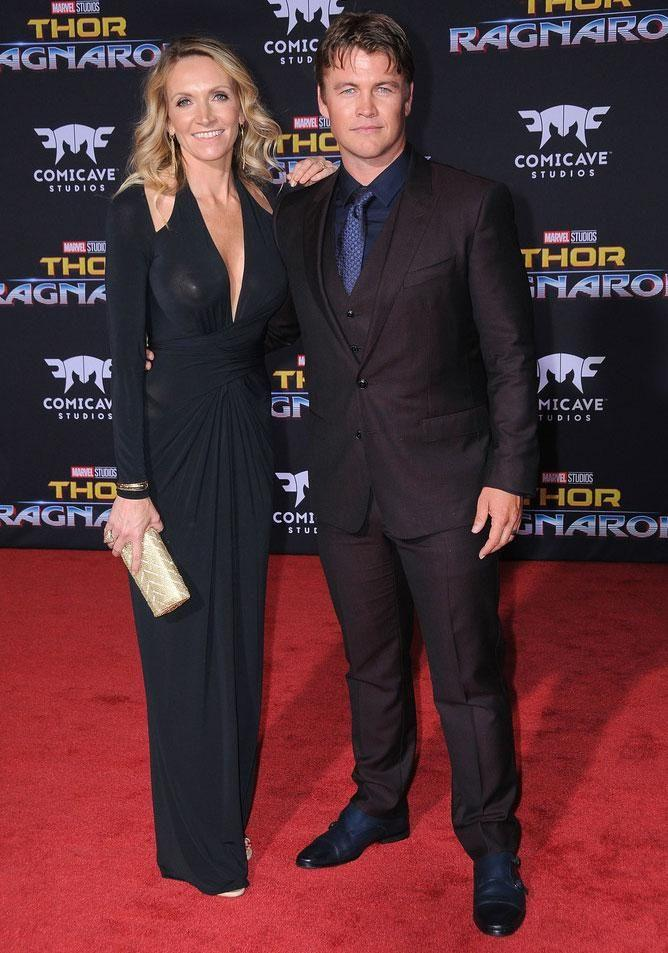 Luke Hemsworth's wife Samantha certainly had heads turning at the Thor: Ragnarok premiere in Los Angeles on Tuesday night, but perhaps not for the reason she'd initially intended. Source: Getty