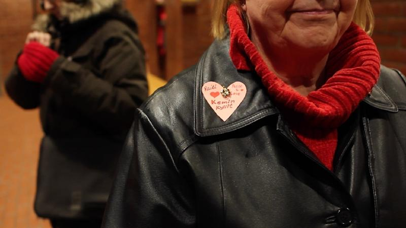 A member of the group 'Sisters of Kyllikki' prepares to walk through the town of Kemi hugging passers-by and handing out cards carrying positive messages (AFP Photo/Sam Kingsley)