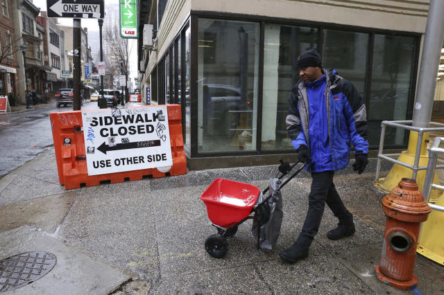 <p>Alpha Souare salts a sidewalk ahead of the snowstorm in Philadelphia on March 7, 2018. (Photo: Jessica Griffin/The Philadelphia Inquirer AP) </p>