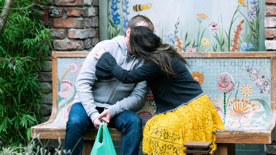 Tyrone and Alina shared a secret kiss on 'Coronation Street'. (Credit: ITV)