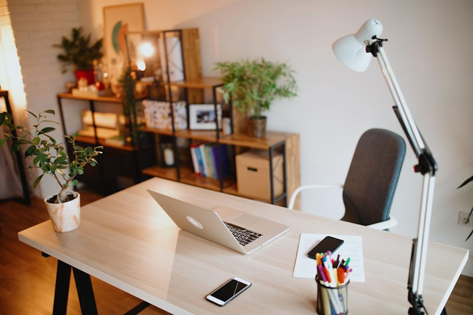 """Plants might help you be<a href=""""https://psycnet.apa.org/record/2014-30837-001"""" target=""""_blank"""" rel=""""noopener noreferrer"""">more productive</a> in your home office. (Photo: Anchiy via Getty Images)"""