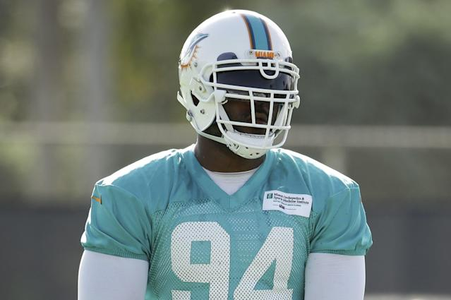 Miami Dolphins defensive end Mario Williams adjusts his gloves Thursday, Aug. 4, 2016, during practice at NFL football training camp in Davie, Fla. (AP Photo/Lynne Sladky)