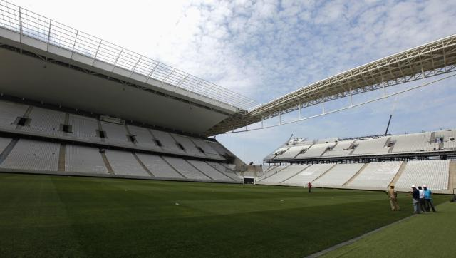 General view shows the field at the construction site of the Arena de Sao Paulo Stadium, one of the venues for the 2014 World Cup, in the Sao Paulo district of Itaquera April 11, 2014. The stadium will host the opening match of the 2014 World Cup. REUTERS/Paulo Whitaker (BRAZIL - Tags: SPORT SOCCER WORLD CUP BUSINESS CONSTRUCTION)