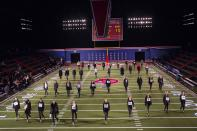 Models practice their finale during rehearsals for the Tommy Hilfiger Fall/Winter 2015 collection presentation at the New York Fashion Week February 16, 2015. Shunning the traditional catwalk, Mr. Hilfiger instead presented his collection on a mock American Football field. REUTERS/Andrew Kelly (UNITED STATES - Tags: FASHION)