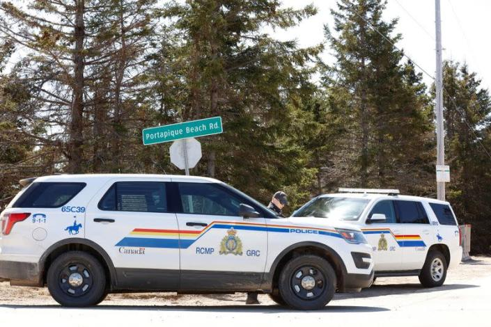 RCMP officers maintain road block after Wortman manhunt in Portapique
