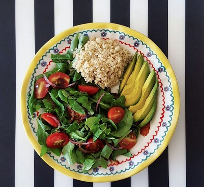 <p>Easy yet nutritious, this will keep you going at your desk, safe in the knowledge you've had another healthy lunch. <i>[Photo: Instagram / glendajalles]</i></p>