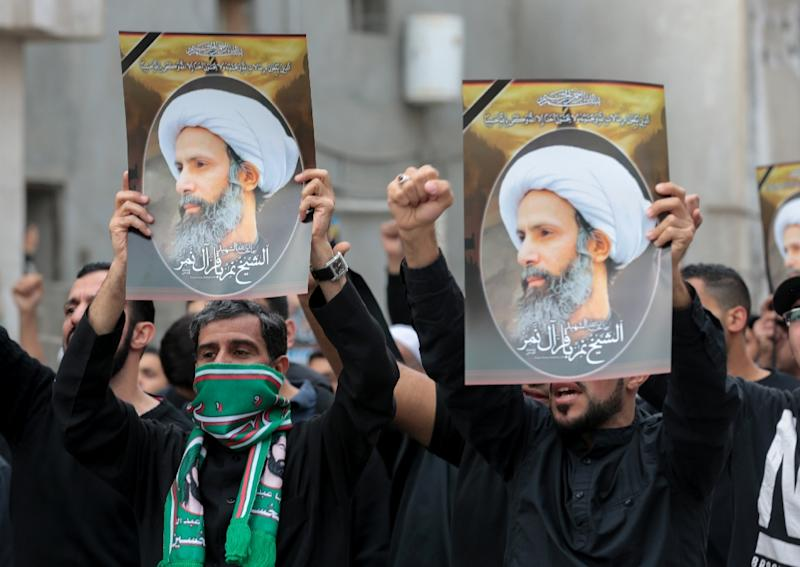 Saudi Shiite men hold signs bearing portraits of prominent Shiite Muslim cleric Nimr al-Nimr during a protest on January 8, 2016 in the eastern coastal city of Qatif (AFP Photo/)