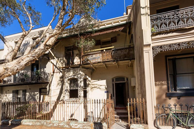 The front of a dilapidated in Darlinghurst in Sydney.