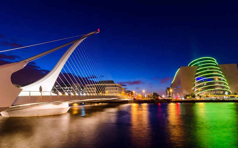 Samuel Beckett Bridge in Dublin after sunset - Robert Maynard Photography