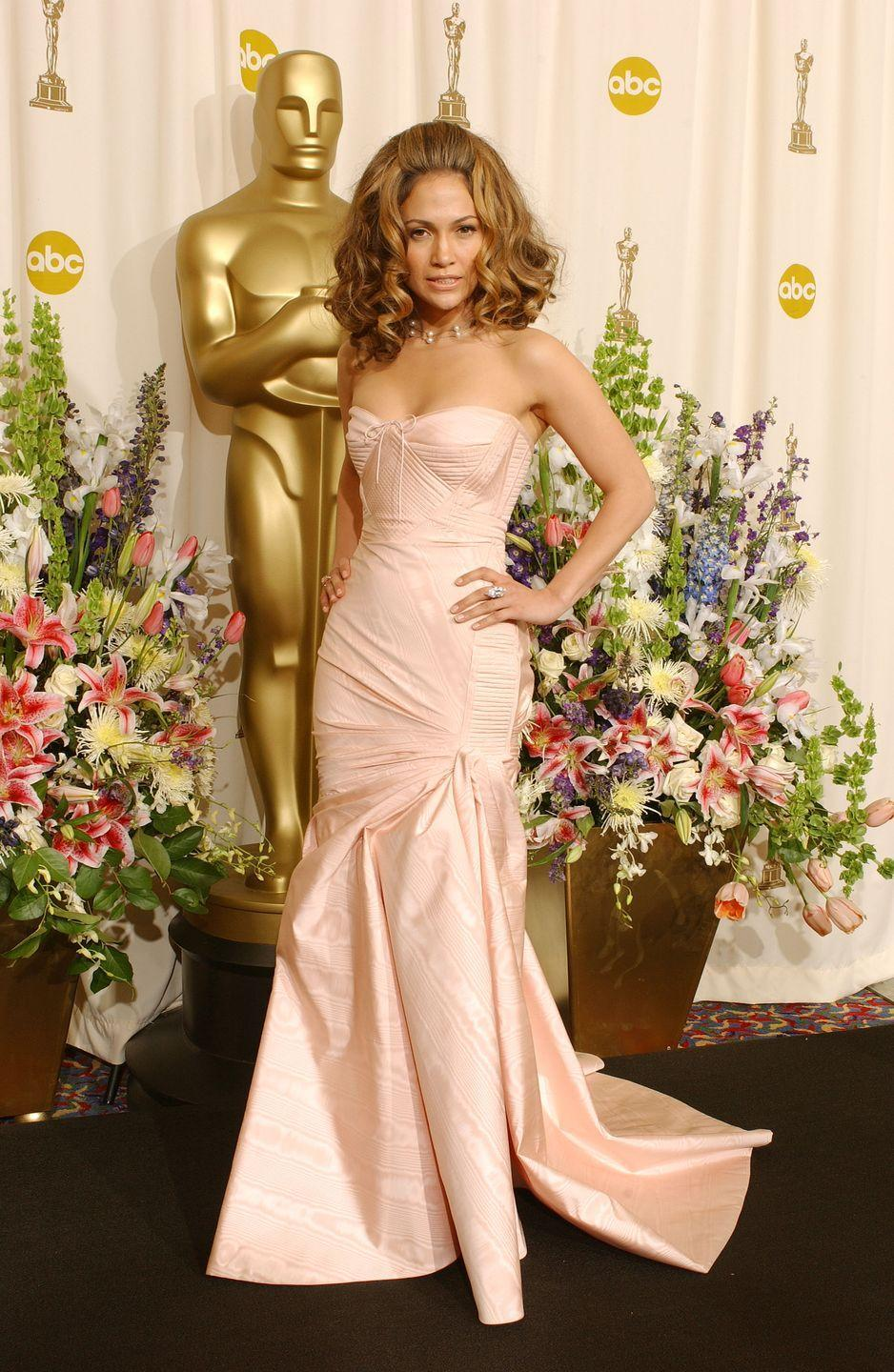 <p>Jennifer wears a form-fitting strapless pink dress and a big wavy 'do to the Academy Awards. Emphasis on BIG. </p>