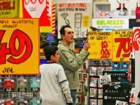 JB Hi-Fi has ridden this year's tax cuts to buck the 'retail recession' — but shoppers still need to spend more as conditions worsen