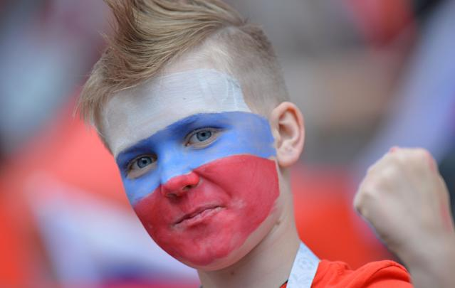 <p>Moscow (Russian Federation), 14/06/2018.- A young fan of Russia before the FIFA World Cup 2018 group A preliminary round soccer match between Russia and Saudi Arabia in Moscow, Russia, 14 June 2018.<br>(RESTRICTIONS APPLY: Editorial Use Only, not used in association with any commercial entity – Images must not be used in any form of alert service or push service of any kind including via mobile alert services, downloads to mobile devices or MMS messaging – Images must appear as still images and must not emulate match action video footage – No alteration is made to, and no text or image is superimposed over, any published image which: (a) intentionally obscures or removes a sponsor identification image; or (b) adds or overlays the commercial identification of any third party which is not officially associated with the FIFA World Cup) (Mundial de Fútbol, Arabia Saudita, Moscú, Rusia) EFE/EPA/PETER POWELL EDITORIAL USE ONLY </p>