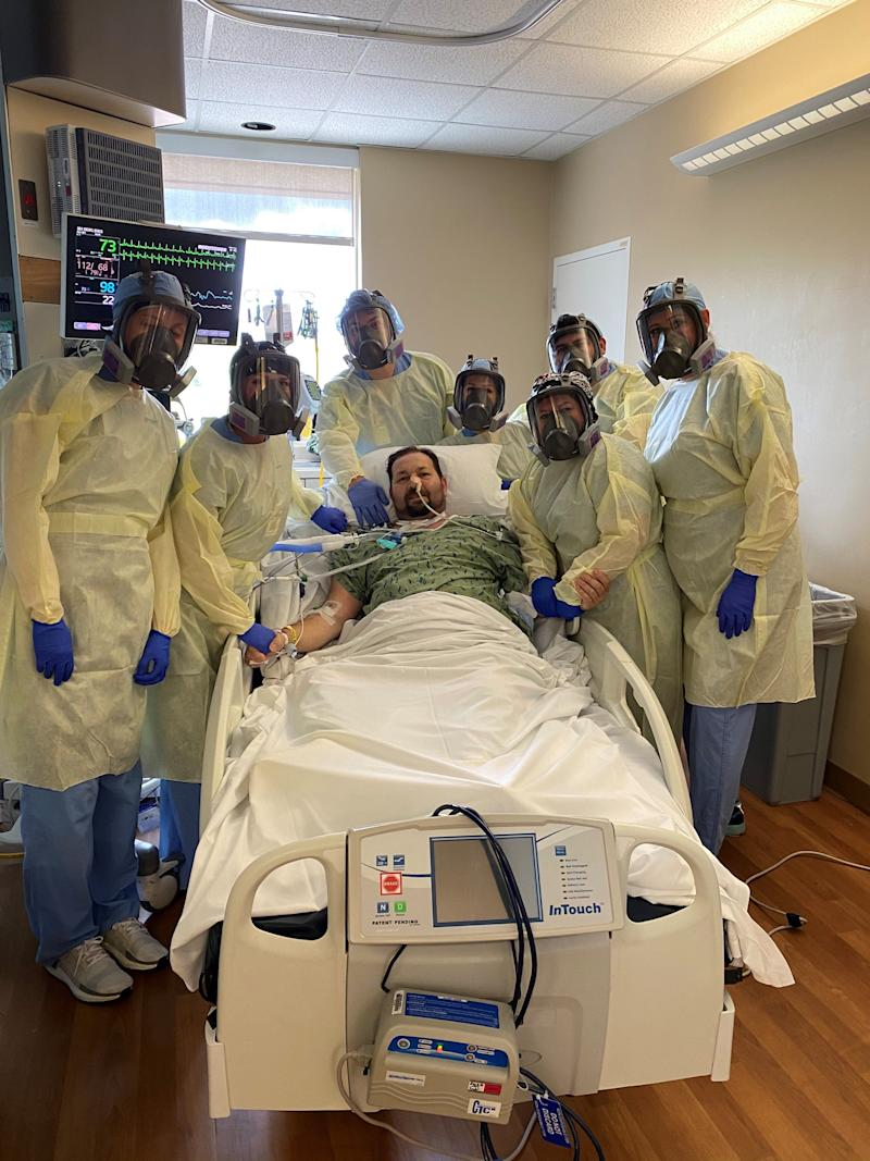 Enes Dedic surrounded by his care team after recovering from COVID-19 through ECMO treatment.