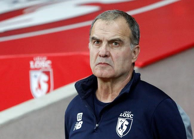 Marcelo Bielsa announces he will remain manager of Leeds