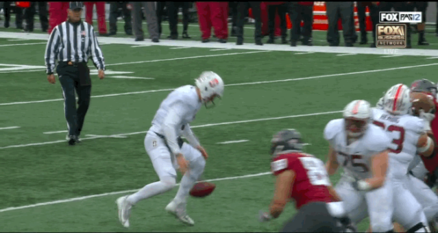 """Stanford quarterback <a class=""""link rapid-noclick-resp"""" href=""""/ncaaf/players/267951/"""" data-ylk=""""slk:K.J. Costello"""">K.J. Costello</a> dropped the ball, picked it up and ran in for a 22-yard touchdown. (FOX)"""