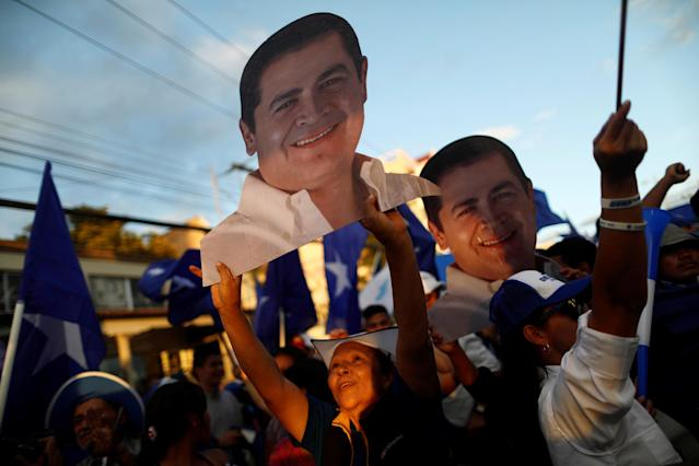 <p>Supporters of President and National Party presidential candidate Juan Orlando Hernandez hold figures of Hernandez as they wait for official presidential election results in Tegucigalpa, Honduras, Nov. 28, 2017. (Photo: Edgard Garrido/Reuters) </p>