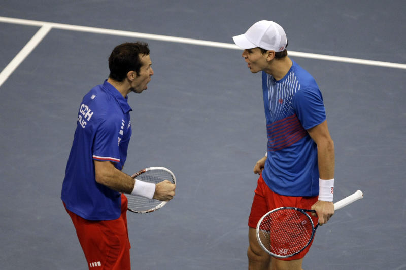 Czechs win doubles to lead Davis Cup final 2-1