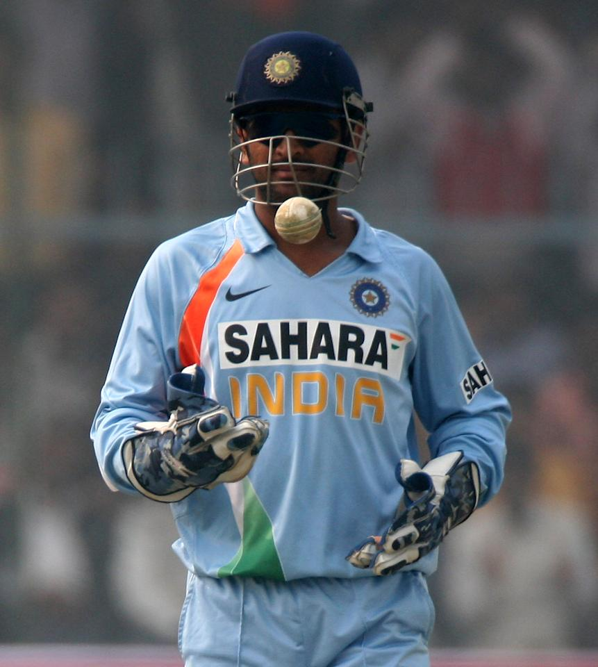 KANPUR, INDIA - NOVEMBER 20:  Mahendra Singh Dhoni of India during the 3rd One Day International between India and England played at The green park Stadium on November 20, 2008 in Kanpur, India.  (Photo by Julian Herbert/Getty Images)