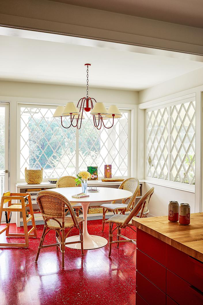 """<div class=""""caption""""> Side chairs by <a href=""""https://www.serenaandlily.com/"""" rel=""""nofollow noopener"""" target=""""_blank"""" data-ylk=""""slk:Serena & Lily"""" class=""""link rapid-noclick-resp"""">Serena & Lily</a> gather around an Eero Saarinen for <a href=""""https://www.knoll.com/"""" rel=""""nofollow noopener"""" target=""""_blank"""" data-ylk=""""slk:Knoll"""" class=""""link rapid-noclick-resp"""">Knoll</a> table in the kitchen's dining area. </div> <cite class=""""credit"""">Photo: William Abranowicz</cite>"""