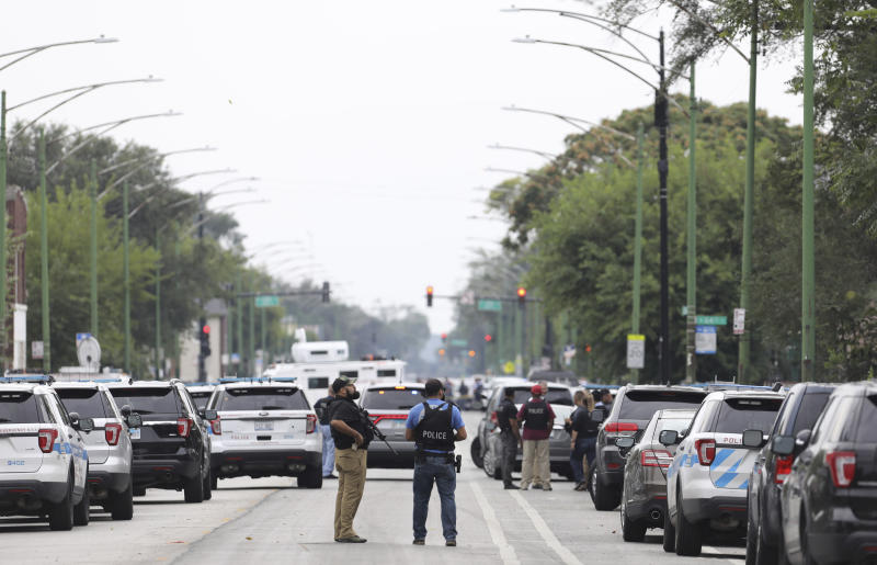 Police search for a suspect who shot a Chicago Police Department officer, near 63rd and Damen, Saturday, Sept. 21, 2019. The shooting happened around 8:40 a.m. (Abel Uribe/Chicago Tribune via AP)