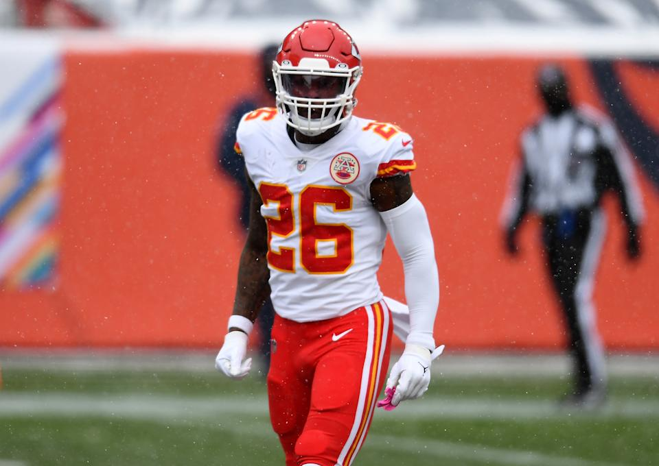 Le'Veon Bell stands on the field in a Chiefs uniform before a game.