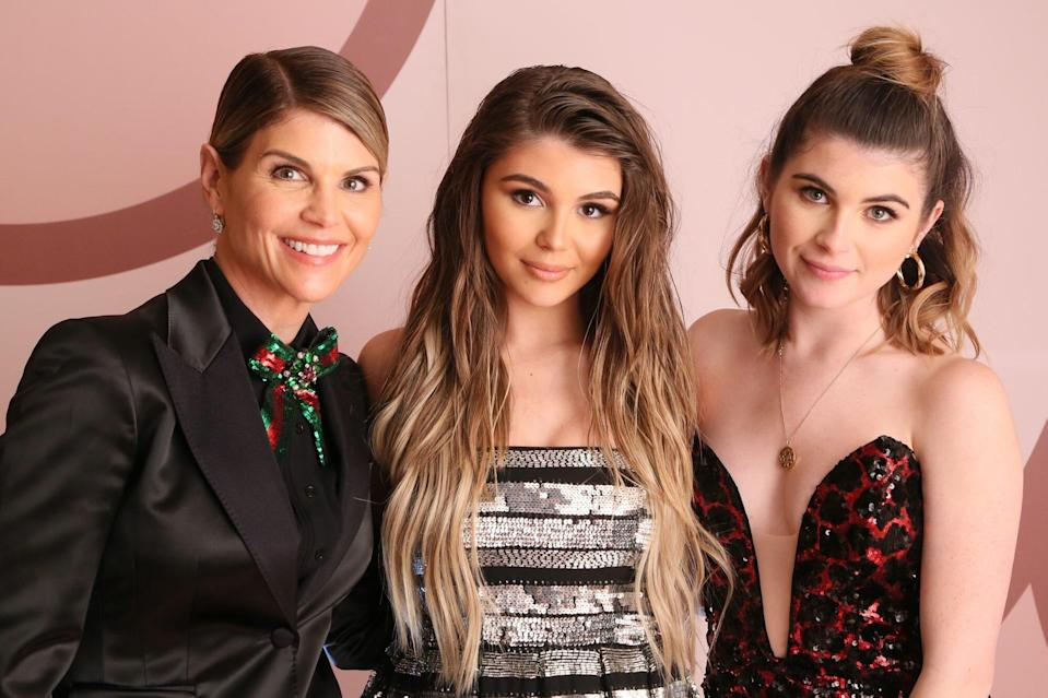 """Olivia Jade and Bella Rose Are Reportedly """"Very Distraught"""" Over Their Mom Being in Jail"""