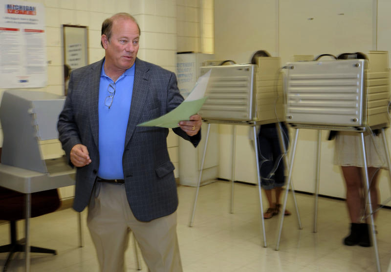 Write-in Detroit mayoral candidate Mike Duggan votes in the primary at the 12th Precinct in Detroit, Mich. on Tuesday, Aug. 6, 2013. Duggan is one of fourteen candidates in the mayoral primary. (AP Photo/Detroit News,David Coates ) DETROIT FREE PRESS OUT; HUFFINGTON POST OUT