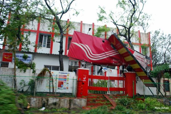 The wrecked board at the entrance of the Puducherry post office. Photo by Yahoo! reader Renu Selvan