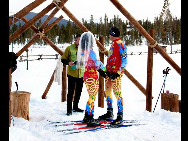 <b>On the ski slopes</b><br>We can't decide what's more striking: the veil or the jazzy matching ski suits.