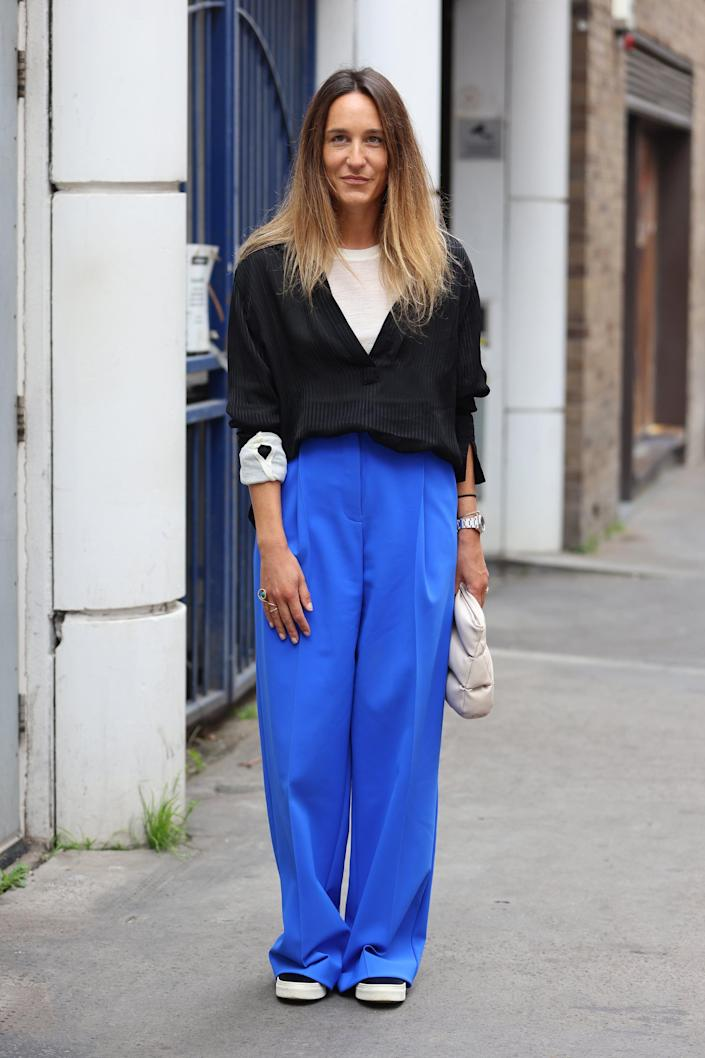 <p>Cobalt trousers make a splashy contrast to white and black. </p>