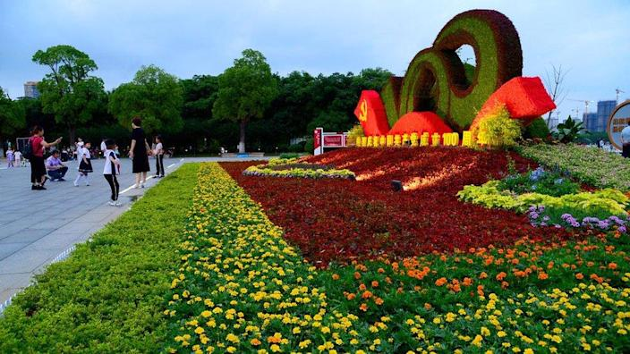 A flower bed with the theme of Celebrating the 100th Anniversary of the Founding of the Communist Party of China attracts residents to take photos in Taicang, east China's Jiangsu Province, on 30 June 2021