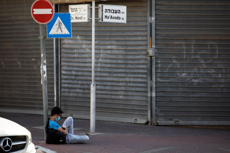 FILE PHOTO: ANALYSIS Israel's second COVID-19 lockdown carries heavy economic price