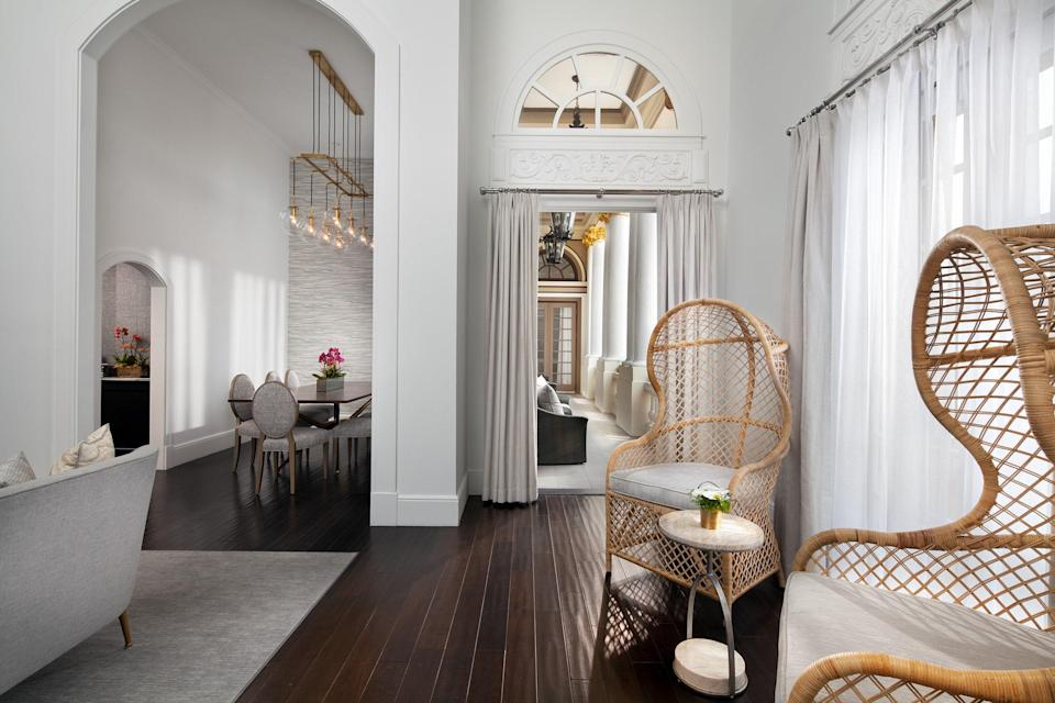 <p><strong>How did it strike you on arrival?</strong><br> The 11-story historic building is downright regal. Inside, the lobby feels palatial, with sparkling chandeliers, glossy tile floors, and impressive Corinthian-style columns.</p> <p><strong>What's the crowd like?</strong><br> You'll spy business travelers, couples, and families. They're either flush with cash or flush with Marriott-Starwood points.</p> <p><strong>The good stuff: Tell us about your room.</strong><br> Rooms start at 280 square feet and suites at 375. The magazine-worthy bi-level Presidential Suite clocks in at a whopping 1,300 square feet. Even the smaller rooms feel spacious and airy, thanks to white walls and minimal splashes of color. The furniture is elegant (think crown moldings) with modern touches, like an original drip painting by French artist Yves Clement that serves as a headboard. Just don't forget to close your blinds for privacy—many of the windows face other rooms.</p> <p><strong>We're craving some deep, restorative sleep. They got us?</strong><br> Expect a plush pillow top.</p> <p><strong>How about the little things, like mini bar, or shower goodies. Any of that worth a mention?</strong><br> There's complimentary bottled water and chocolates doled out nightly during turndown, but no mini-bar. Not to fret, though—you can always order snacks and drinks through room service.</p> <p><strong>Please tell us the bathroom won't let us down.</strong><br> Most bathrooms have a glass-enclosed marble shower. The towels and robes are particularly plush.</p> <p><strong>Maybe the most important topic of all: Wi-Fi. Please tell us it's fast and free?</strong><br> Well, sort of—there's free Wifi in the lobby, but in your room you'll have to pay $10–15 per day. Unless you're a Starwood Preferred Guest, that is. In that case, it's free.</p> <p><strong>Room service: What are we talking about here?</strong><br> Room service is available 24/7, extensive, and undeniably upscale. There's squash frittata