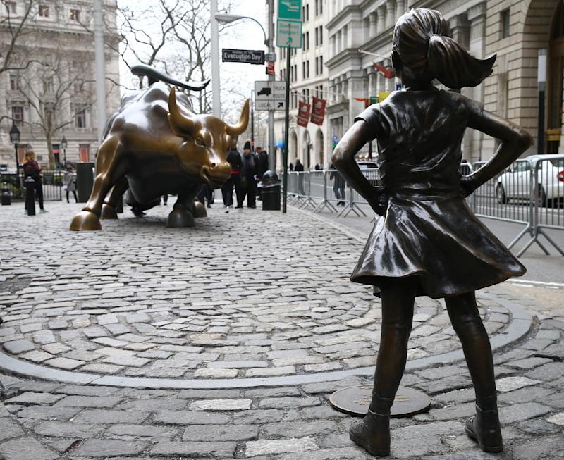 """""""Charging Bull"""" Artist Calls for Removal of """"Fearless Girl"""" Statue"""