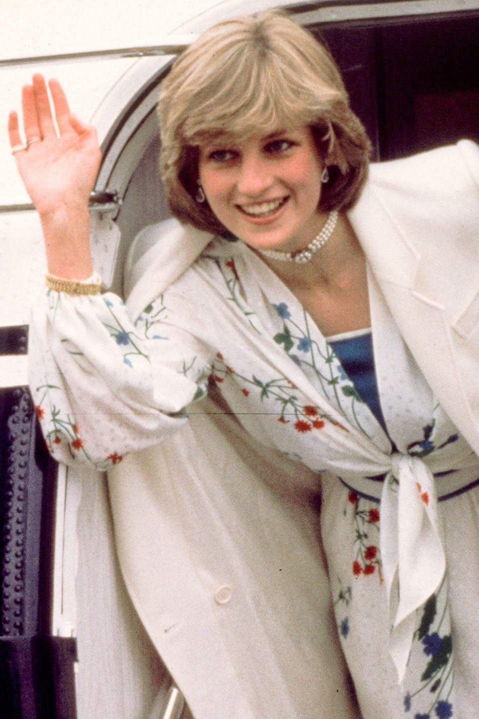 <p>Showing off a longer hairstyle before embarking on her honeymoon. </p>