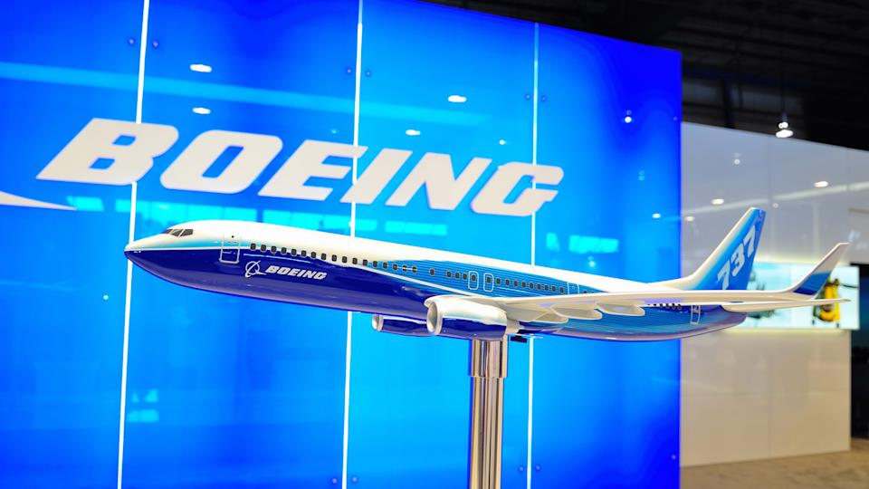 Boeing 737-800 model plane at convention