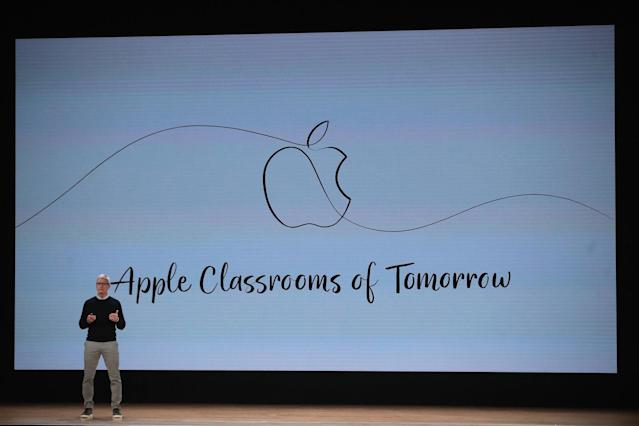 Apple Hosts Education Event At Chicago High School