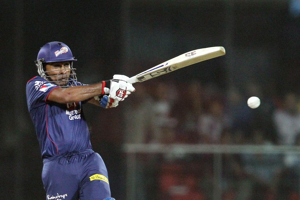 Mahela Jayawardene of Delhi Daredevils pulls a delivery during match 57 of the Pepsi Indian Premier League between Delhi Daredevils and the Royal Challengers Bangalore held at the Feroz Shah Kotla Stadium, Delhi on the 10th May 2013.(BCCI)