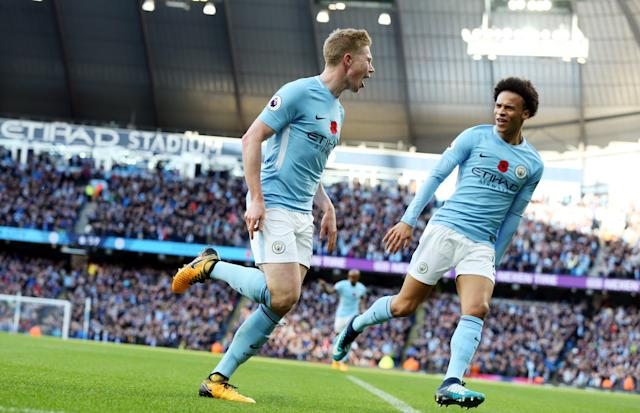 "<a class=""link rapid-noclick-resp"" href=""/soccer/players/kevin-de-bruyne/"" data-ylk=""slk:Kevin De Bruyne"">Kevin De Bruyne</a> (L), <a class=""link rapid-noclick-resp"" href=""/soccer/players/leroy-sane/"" data-ylk=""slk:Leroy Sane"">Leroy Sane</a> and <a class=""link rapid-noclick-resp"" href=""/soccer/teams/manchester-city/"" data-ylk=""slk:Manchester City"">Manchester City</a> barely broke a sweat in rolling over <a class=""link rapid-noclick-resp"" href=""/soccer/teams/arsenal/"" data-ylk=""slk:Arsenal"">Arsenal</a>. (EFE)"
