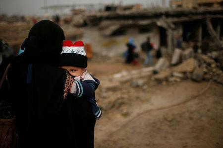 Displaced Iraqis flee their homes as Iraqi forces battle with Islamic State militants in western Mosul
