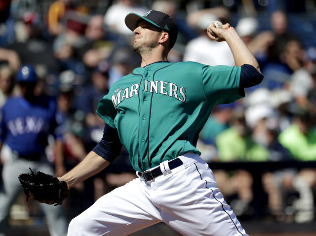Cubs announced they've signed free agent pitcher Drew Smyly to two-year deal. (AP)