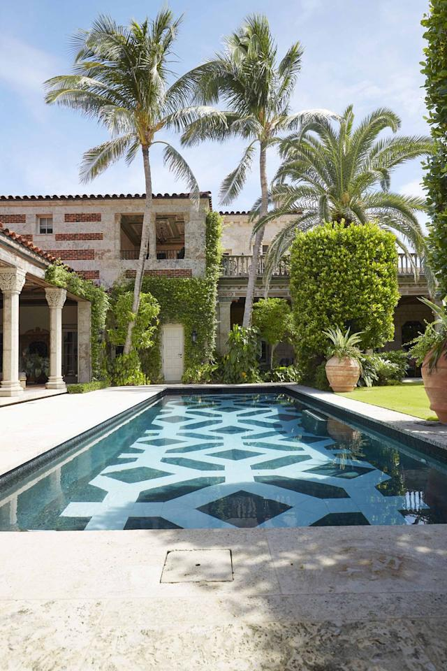 "<p>The swimming pool at this <a href=""https://www.veranda.com/decorating-ideas/g25422813/0082-0093-original-thinking-january-2019/"" target=""_blank"">historic Palm Beach home</a> designed by <a href=""http://susanzisesgreen.com/"" target=""_blank"">Susan Zises Green</a> features a geometric pattern made of light and dark tiles that echoes the the exterior's alternating bands of brick and coral stone. </p>"