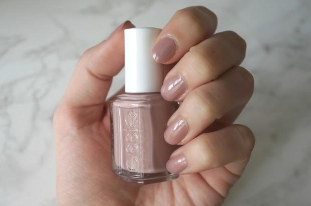 I Found The Perfect Neutral Summer Nail Polish Plus Cotw
