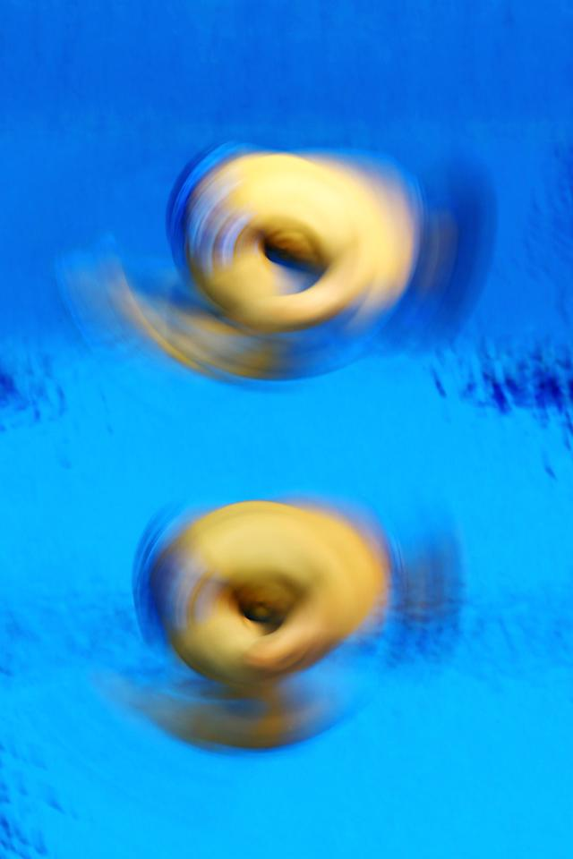 LONDON, ENGLAND - AUGUST 01: Evgeny Kuznetsov and Ilya Zakharov of Russia compete in the Men's Synchronised 3m Springboard Diving on Day 5 of the London 2012 Olympic Games at the Aquatics Centre on August 1, 2012 in London, England. (Photo by Al Bello/Getty Images)