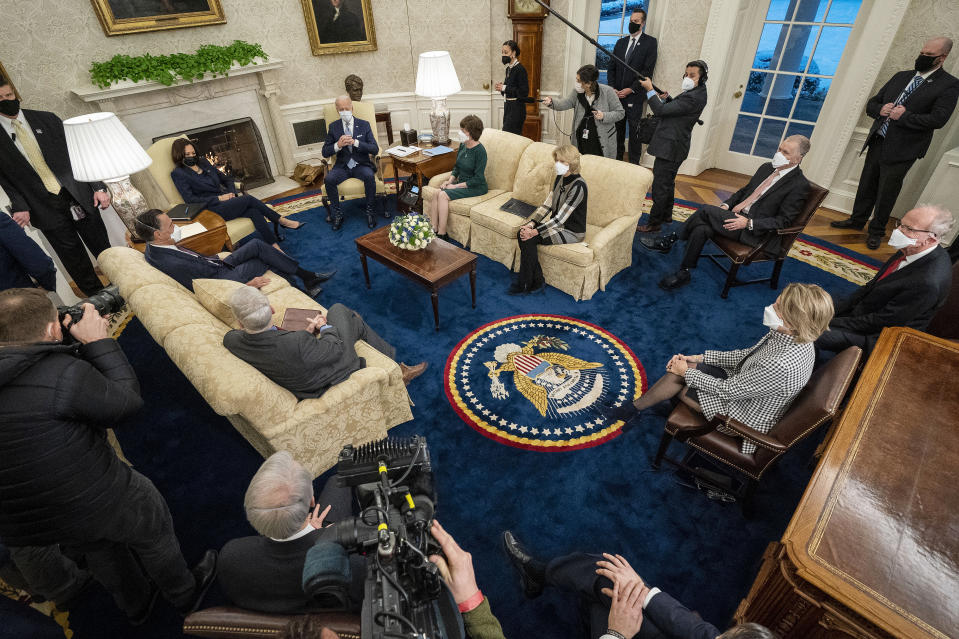 WASHINGTON, DC - FEBRUARY 01: U.S. President Joe Biden (Center R) and Vice President Kamala Harris (Center L) meet with 10 Republican senators, including Mitt Romney (R-UT), Bill Cassidy (R-LA), Susan Collins (R-ME), Lisa Murkowski (R-AK), Thom Tillis (R-NC), Jerry Moran (R-KS),  Shelley Moore Capito (R-WV) and others, in the Oval Office at the White House February 01, 2021 in Washington, DC. The senators requested a meeting with Biden to propose a scaled-back $618 billion stimulus plan in response to the $1.9 trillion coronavirus relief package Biden is currently pushing in Congress. (Photo by Doug Mills-Pool/Getty Images)