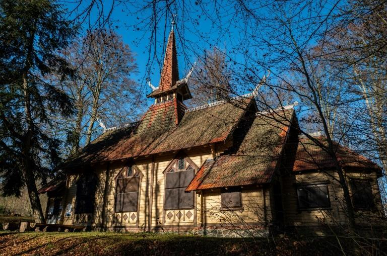 People in the German town of Stiege plan to save a stave wooden church by moving it from the forest into town