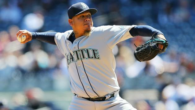 Mariners overpower Royals in opener of doubleheader
