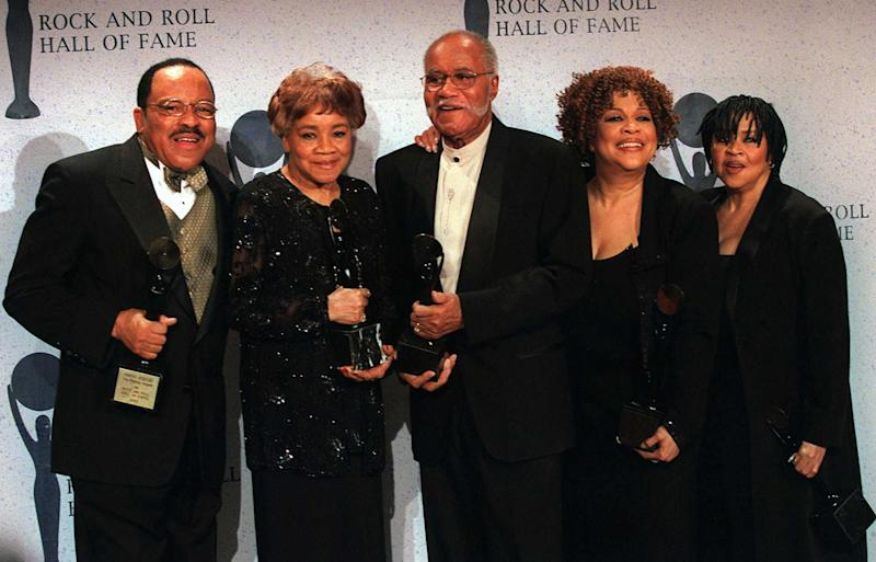 FILE - This March 15, 1999 file photo shows the sibling group The Staples Singers, from left, Pervis, Cleotha, Pops, Mavis, and Yvonne at the Rock and Roll Hall of Fame induction ceremony in New York. Cleotha Staples, the eldest sibling in the highly influential gospel group The Staples Singers died Friday, Feb. 22, 2013, at her Chicago home after suffering from Alzheimer's disease for the last decade. She was 78. (AP Photo/Albert Ferreira, file)