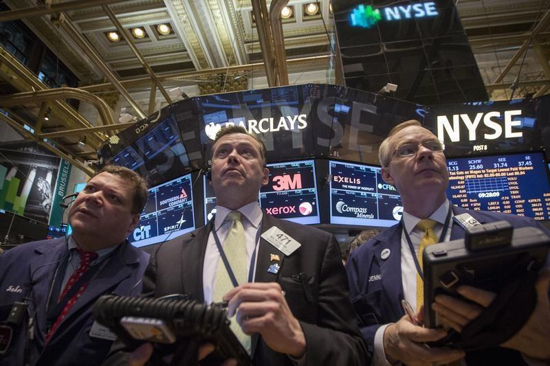 Traders work on the floor of the New York Stock Exchange April 8, 2014. REUTERS/Brendan McDermid