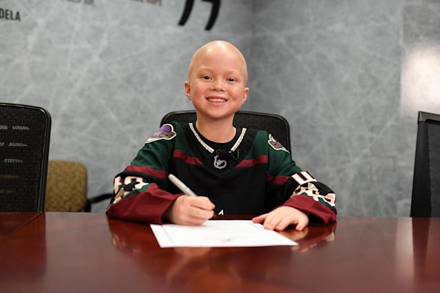 "Leighton Accardo, the 8-year-old daughter of <a class=""link rapid-noclick-resp"" href=""/mlb/teams/ny-mets/"" data-ylk=""slk:Mets"">Mets</a> pitching coach Jeremy Accardo, is inspiring players and coaches across the sports world in her battle with cancer. (Photo by Norm Hall/NHLI via Getty Images)"